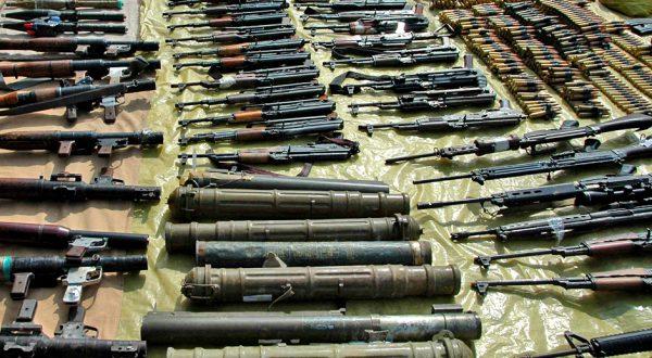 القبض على عربة دفار محملة بالأسلحة
