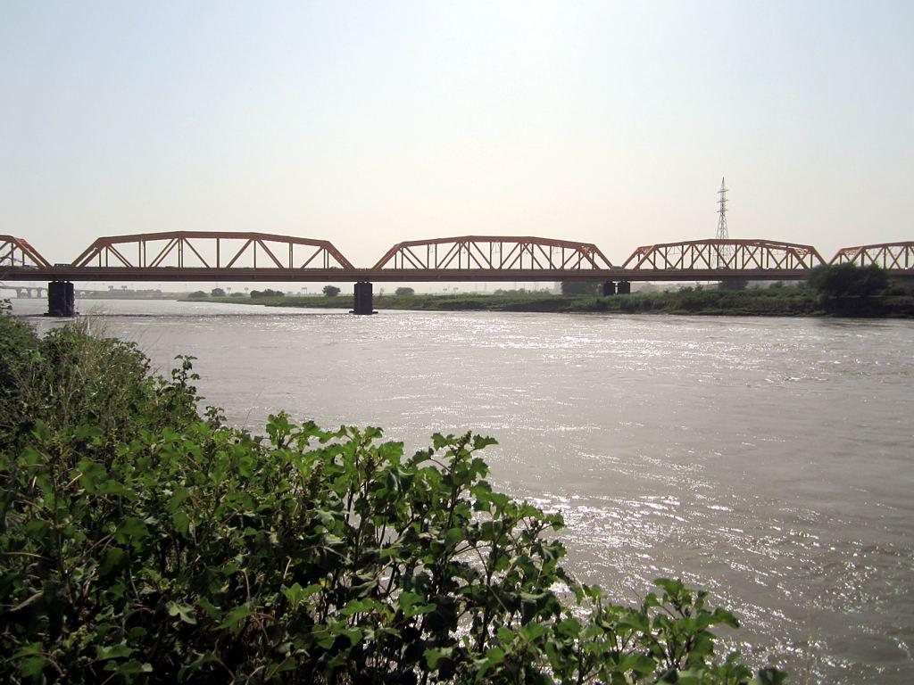 إزدحام كبير ببحري والخرطوم لإغلاق جسر النيل الازرق