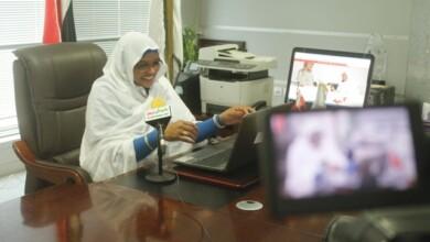 صورة وزيرة الاتصالات السودانية، اول وزير في الوطن العربي يجري حوار عبر خدمة البث المباشر لفيسبوك وتجيب على عشرات الأسئلة بالفيديو