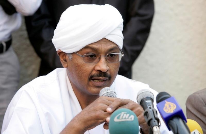 مبارك الفاضل يقود وفدا لجنوب السودان للمشاركة في مؤتمر النفط العاز