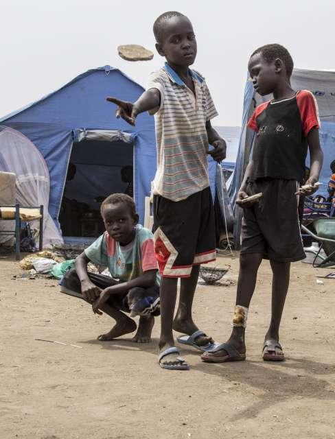 نازوحون يفاجئون معتمد كتيلا ببطيخة بجنوب دارفور