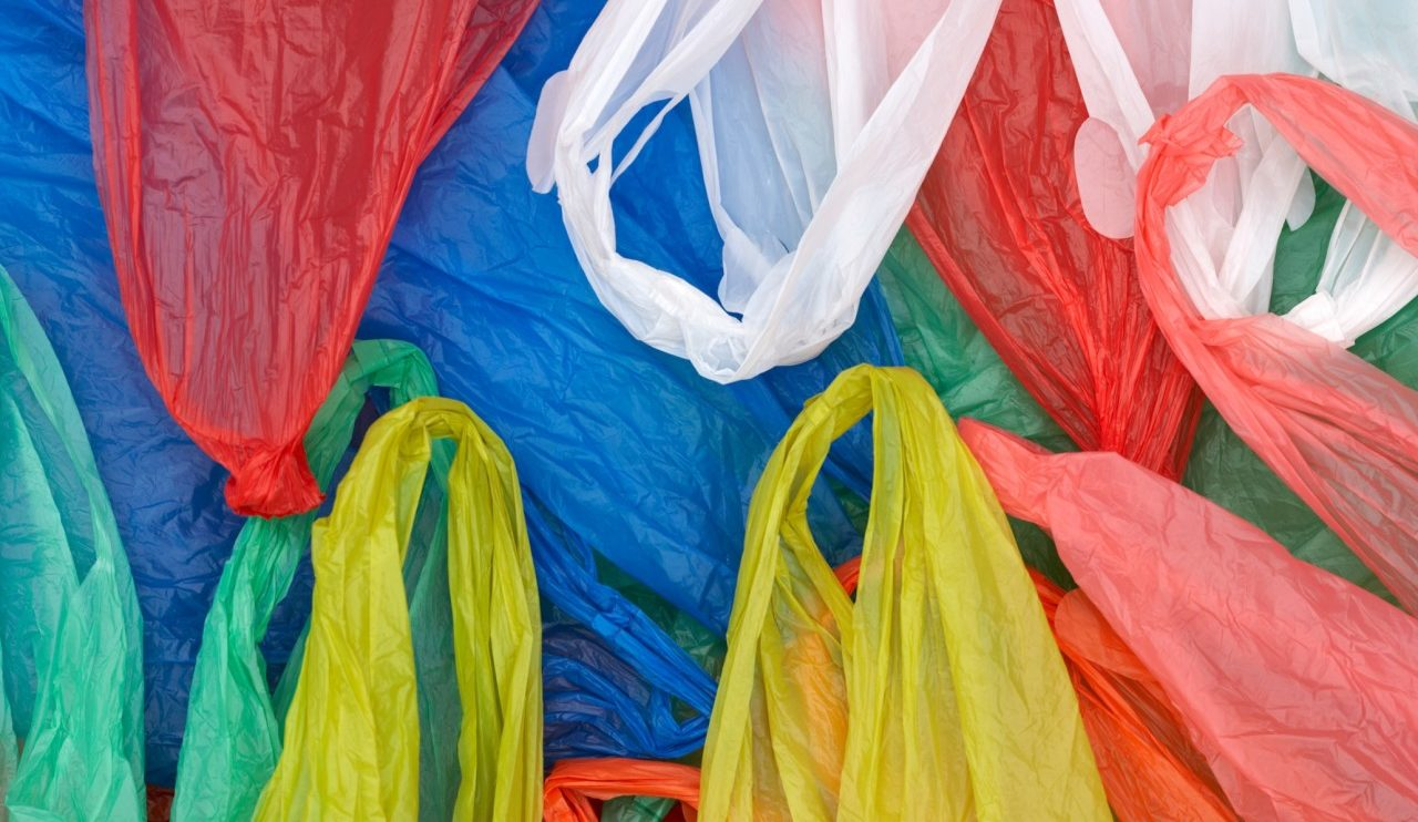 تشريعي الخرطوم يجيز حظر استخدام أكياس البلاستيك الخفيفة
