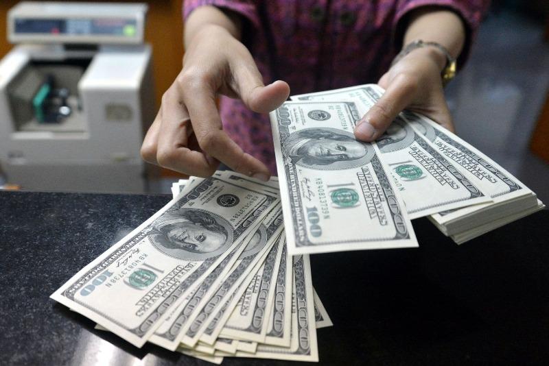 الجنيه يتهاوى مرة أخرى أمام الدولار