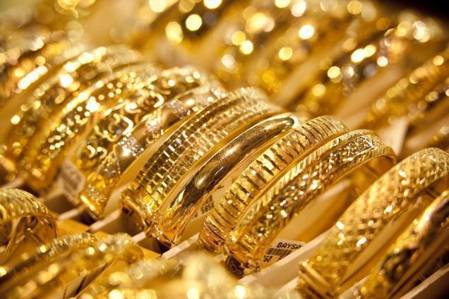 """شُعبة الذهب: سياسات """"المركزي"""" مُتخبِّطة ورفعت """"الدولار"""" بعد انخفاضه"""