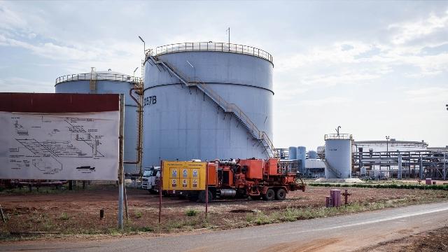 النفط تعلن زيادة ضخ الجازولين من 2700 متر مكعب الى 4500 متر مكعب يومياً