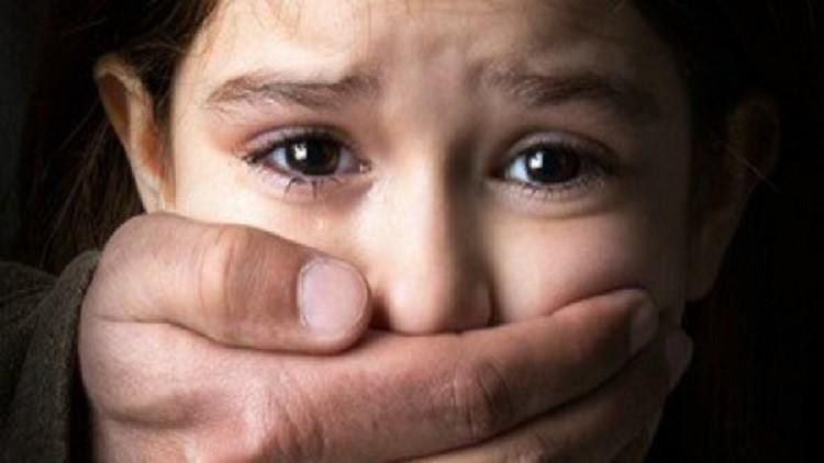 المتهم بإغتصاب ثلاثة أطفال ينكر التهم الموجه إليه