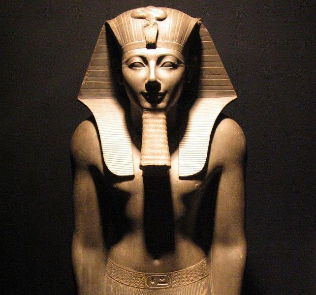 إحباط تهريب وبيع (تمثال فرعوني) من مملكة كوش