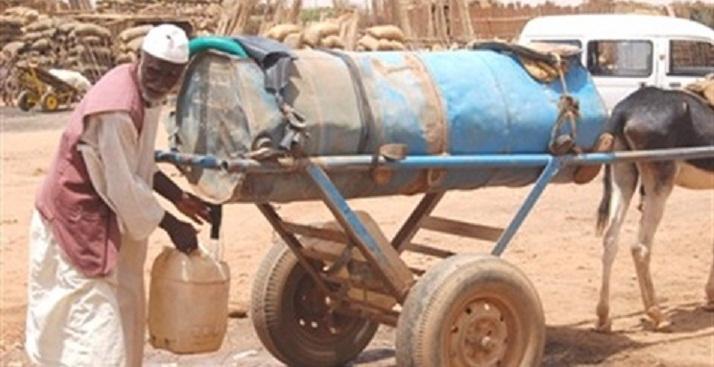 بعد ان وصل سعر البرميل (200) جنيهاً في الاطراف قطوعات المياه.. أزمة تتجدد وغياب رسمي!