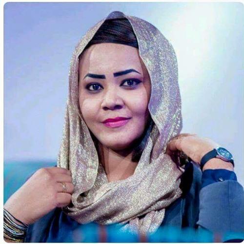 مكارم : أتمنى الغناء للثوار في ميدان القيادة