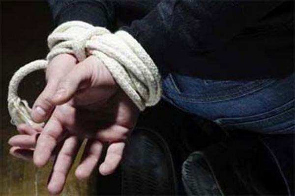 القبض على سائق (كارو) اختطف طفلاً وربطه داخل حظيرة حيونات