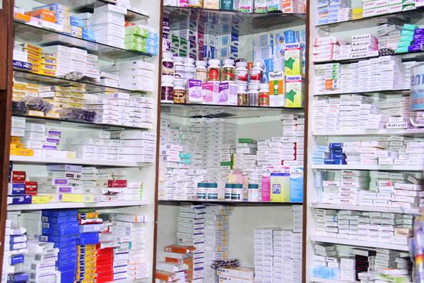 شعبة المستلزمات الطبية : المخزون الطبي لا يكفي لأكثر من شهر ونصف