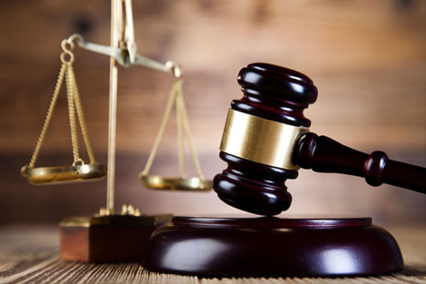 """المحكمة توقف إغلاق""""34″محلاً تجارياً بود مدني"""