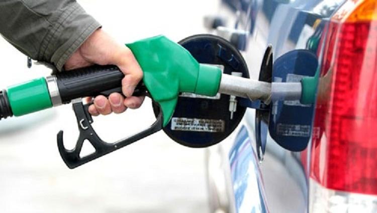 سجن سائق يستغل سيارته في بيع الوقود في السوق السوداء