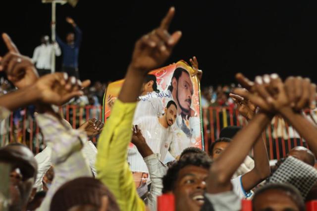 """""""محمود عبدالعزيز"""" رغم رحيله مازال جمهوره في تزايد..!!"""