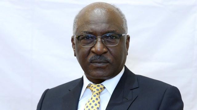 برلماني يطالب حاتم السر بالاعتذار للشعب
