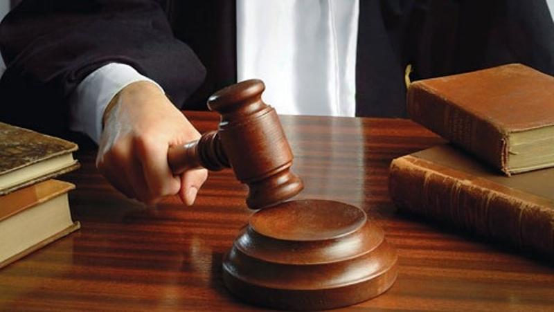 محاكمة رجل بمخالفة قانون الطواريء