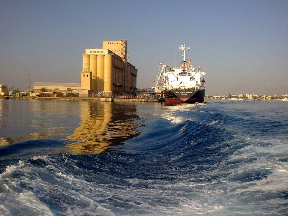 ارتفاع الدولار الجمركي يصيب ميناء بورتسودان بشلل تام