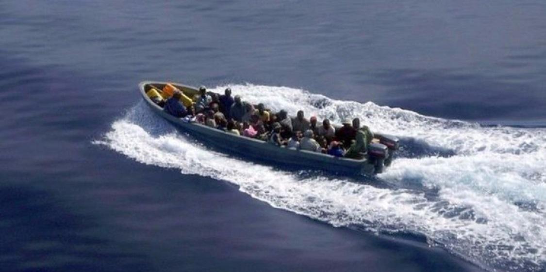 سفارة السودان بطرابلس ترحل ناجين من الغرق بسواحل ليبيا