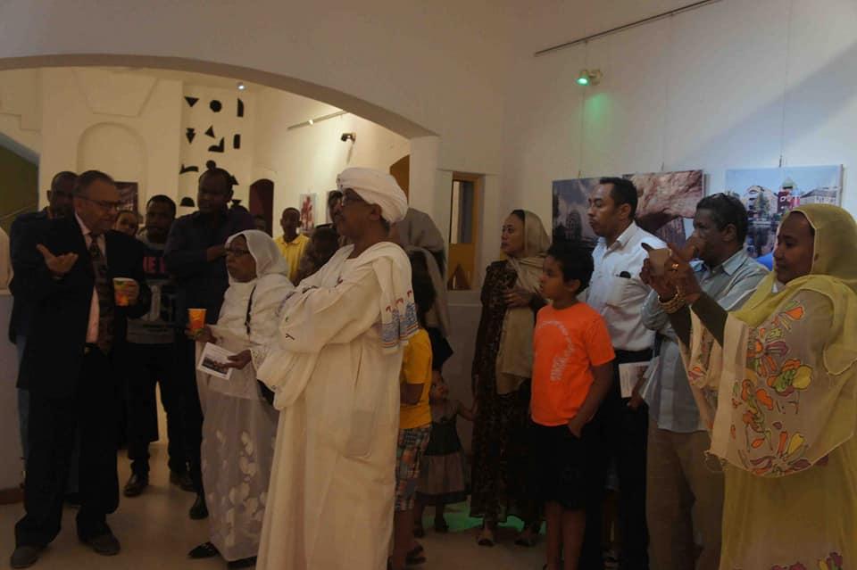 """بالصور .. مركز راشد دياب يفتتح معرضه بعنوان """"عالم الصورة والبنتوجرافيا """""""