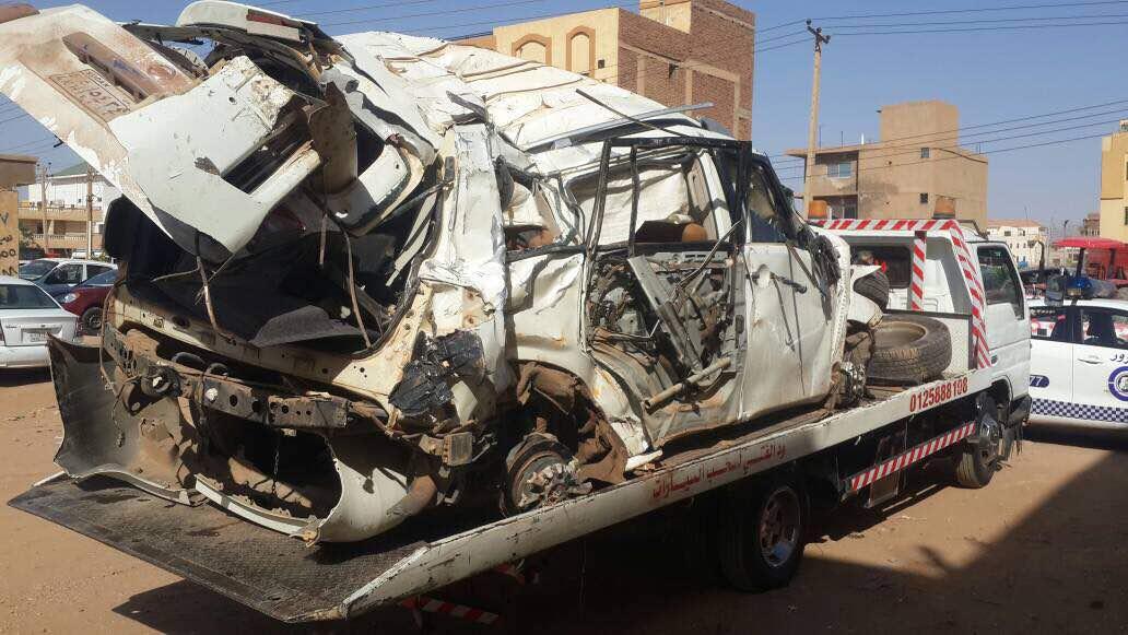 حادث سير مروع يتسبب في وفاة وإصابة 5 أشخاص بينهم مريض كورونا في طريقه إلى الخرطوم