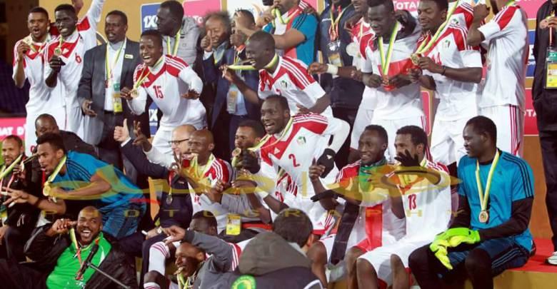 """بالفيديو : بفوز خارج الديار .. المنتخب الوطنييضع قدماً في نهائيات أمم أفريقيا للاعبين المحليين """"2020"""""""