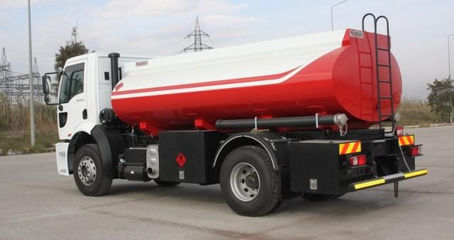 ضبط تانكر محمل بالمواد البترولية في طريقها للسوق الأسود
