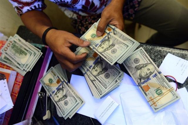 """انخفاض أسعار العملات الأجنبية عقب اتفاق """"الإعلان الدستوري"""""""