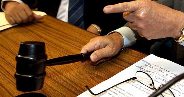 محكمة شرعية تبطل زواج فتاة من شيخ معالج