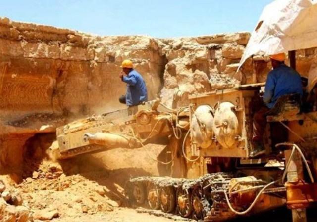 مصرع وإصابة (6) معدنين ومحاولات لإنقاذ (10) عالقين في انهيار بئر ذهب بـ(أبو حمد)