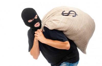 القبض على المتهمين بسرقة مليار من عربة تاجر بسعد قشرة