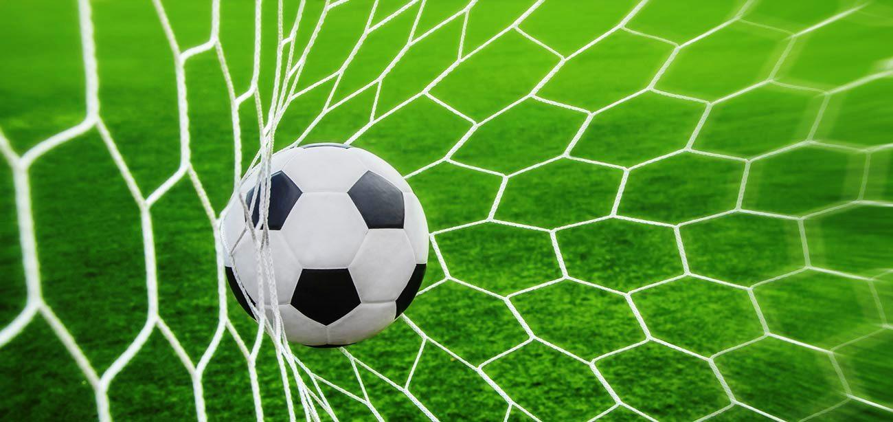 لاعبو ميدان عقرب يطاردون الميكانيكية بدلاً عن مطاردة الكرة