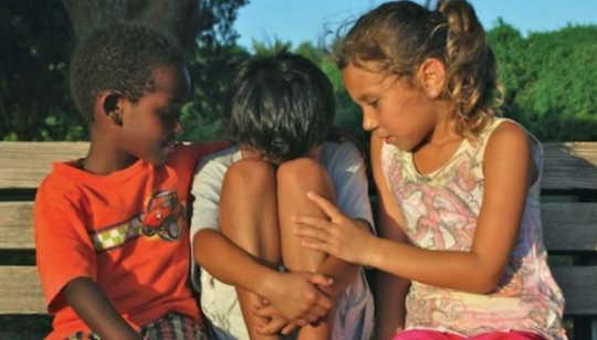 التعاطف صفة تصنع في الإنسان ولا تولد معه