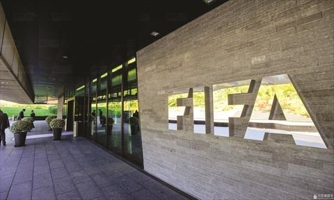 """""""فيفا"""" : ضوابط جديدة لفحص """"كورونا"""" قبل المباريات"""