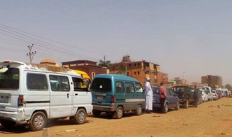 محلية أبو حمد تتجه لعمل بطاقات لصرف الوقود