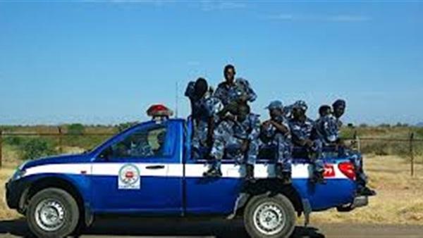 الشرطة تحتجز مواطنين لإرغامهما على التنازل عن أرضهما بأم روابة