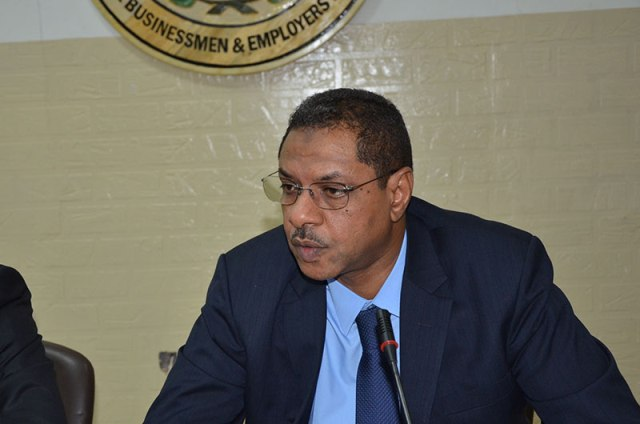 """رئيس غرفة المستوردين: الدولة تتعامل مع الأزمة الاقتصادية بنظرية """"إطفاء الحرائق ورزق اليوم باليوم"""""""