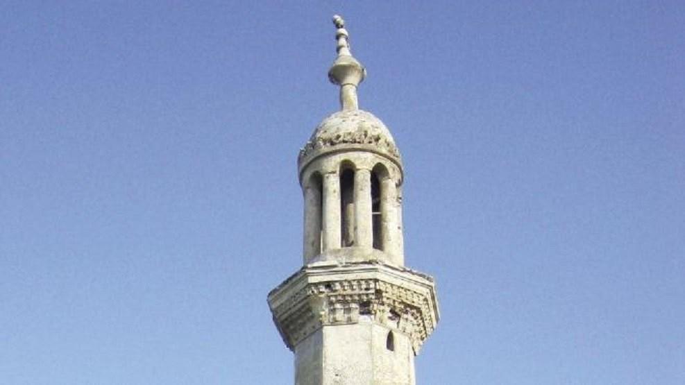 مستشفى كبير يهدم مسجداً لبناء عنابر للمرضى