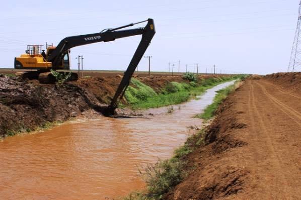 رفع معدلات مياه الري بمشروع الجزيرة لفك الاختناقات