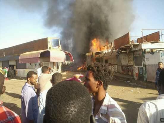 حريق هائل بمحلات تجارية بالخرطوم