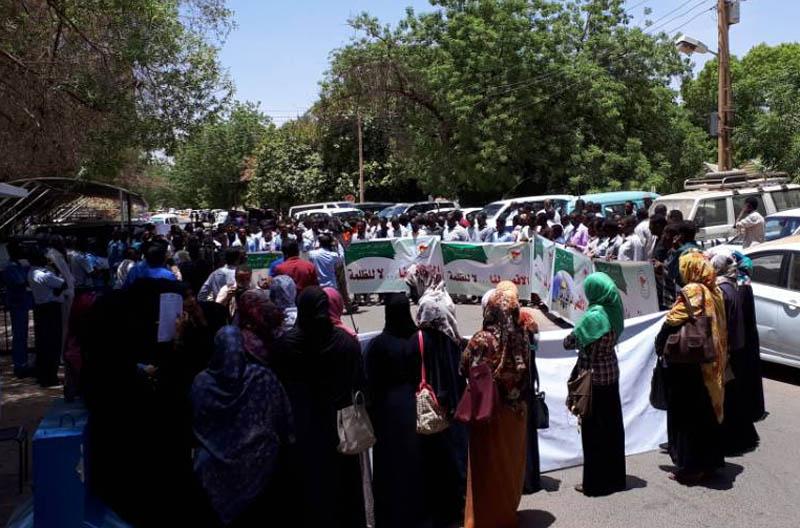 مسيرة طلابية احتجاجية تندد بالاعتداءات الوحشية بالقدس
