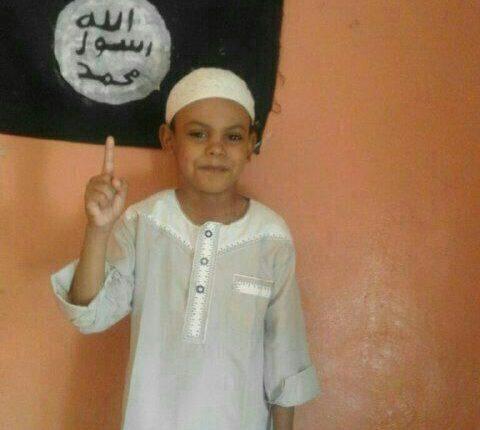 خبر سار: أسرة أبو زيد تتسلم الطفلين بعد مداهمة شرطية ناجحة