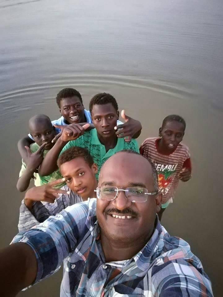 محمد بن راشد يتوج سوداني صانعاً للأمل بمليون درهماً