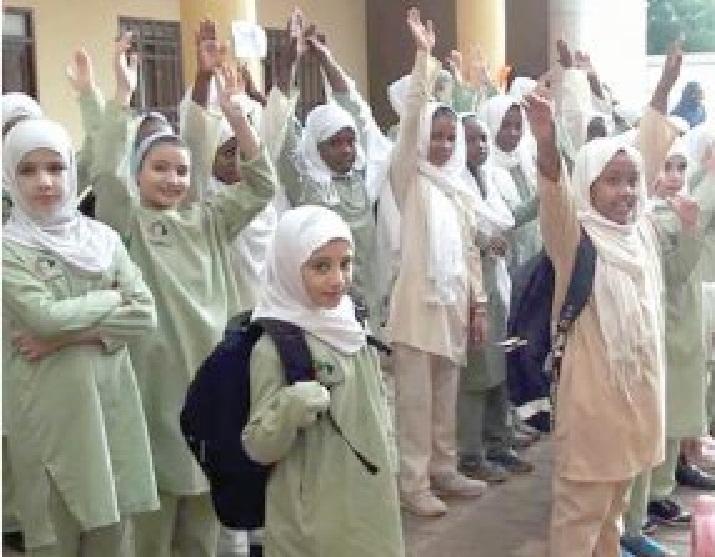 مديرة مدرسة تعاقب عدداً من طالباتها بسبب أناشيد الثورة