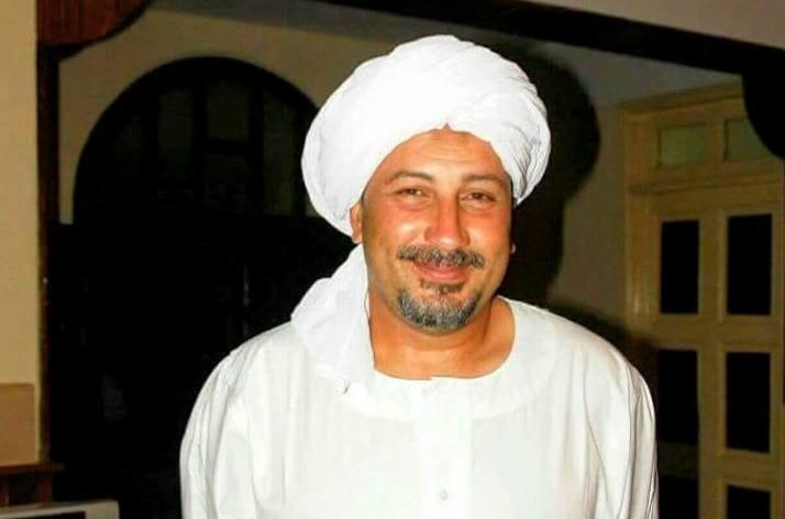 المدرب المصري الدهراوي يرتدي الزي القومي السوداني - كوش نيوز