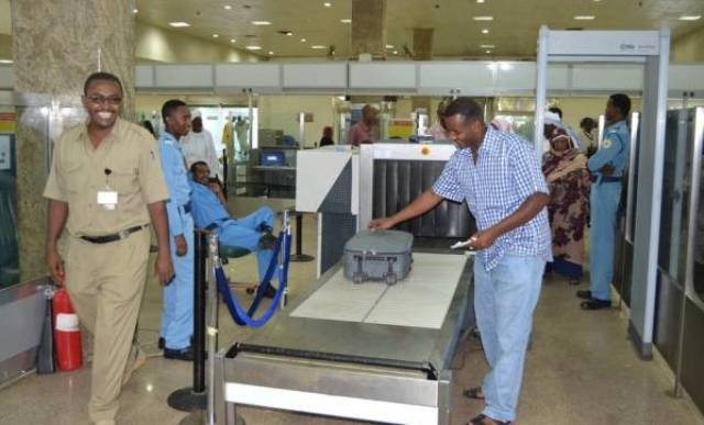 إحباط تهريب كميات كبيرة من العملات الأجنبية والسبائك الذهبية عبر مطار الخرطوم