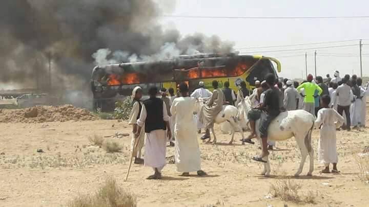 بالصور : حريق هائل لبص سفري بطريق بربر – الخرطوم ونجاة الركاب