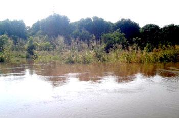نهر الدندر يخرج عن مجراه ويدِّمر السدود الواقية