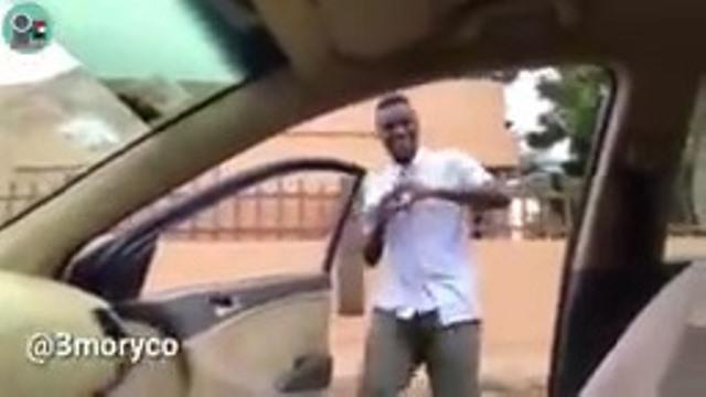 بالفيديو: شباب يرقصون كيكي بطريقة مسيئة للسودان ونشطاء يطالبون بتوقيع عقوبات عليهم وسحب رخصهم