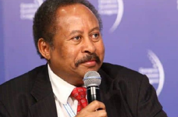 حمدوك يعتذر للبشير عن تولي منصب وزير المالية