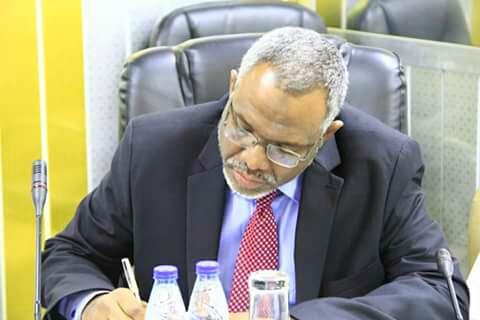 """""""وثيقة"""" تكشف عن طموح رئيس مجلس الوزراء السوداني الجديد مُنذ أن كان يافعاً"""
